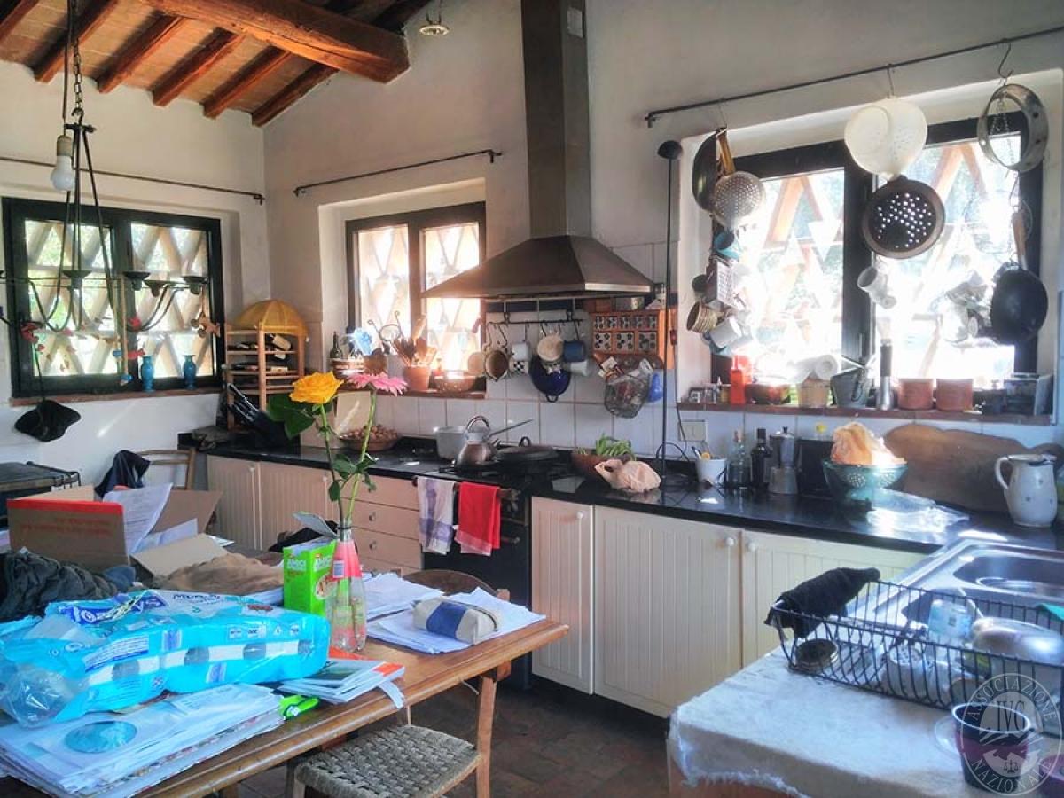 Appartamento e bottega in RADDA IN CHIANTI in loc. Case Sparse 2