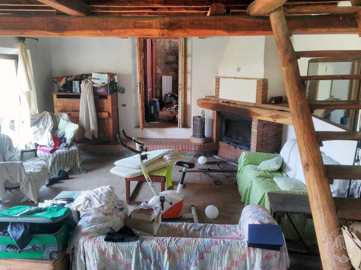 Appartamento e bottega in RADDA IN CHIANTI in loc. Case Sparse 4