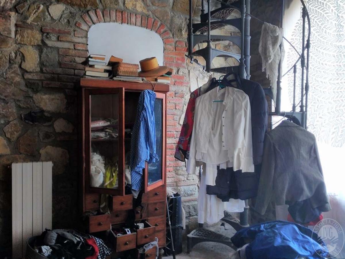 Appartamento e bottega in RADDA IN CHIANTI in loc. Case Sparse 6