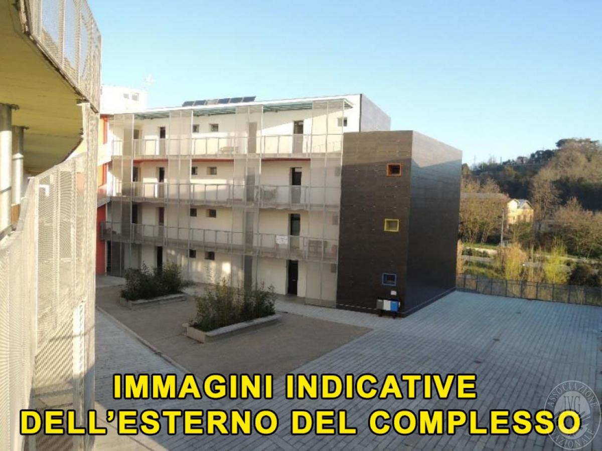 Locale commerciale arredato a SIENA, viale Sardegna - LOTTO 24