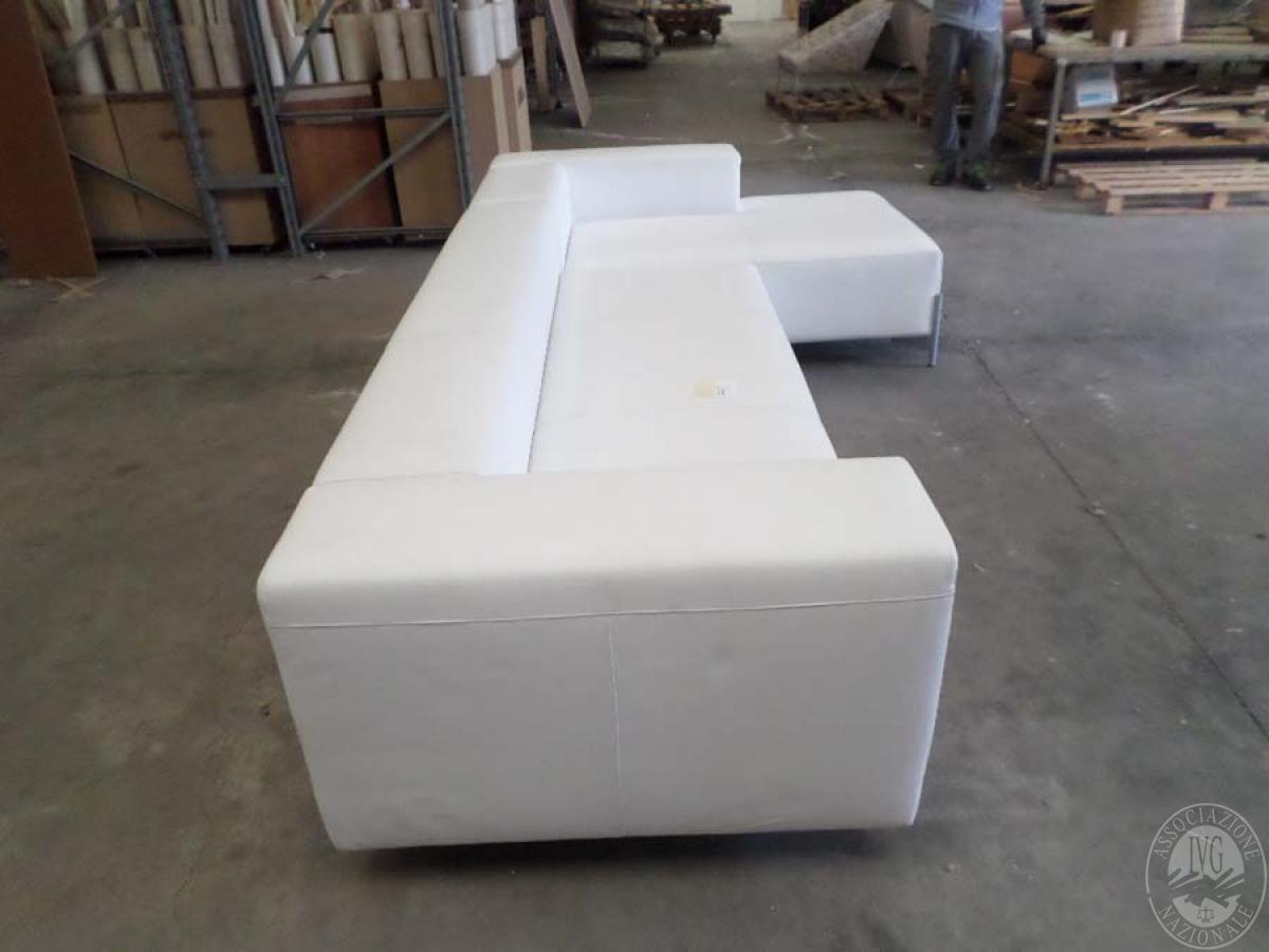 LOTTO 13: rif. 775) divano poggio 211 con chaise longue in pelle         VENDITA ONLINE 4 OTTOBRE 2020 2