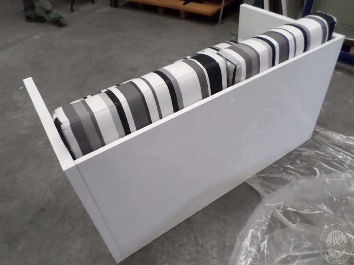 LOTTO 22 B: rif. 773) prototipo dado divano 2 posti         VENDITA ONLINE 4 OTTOBRE 2020