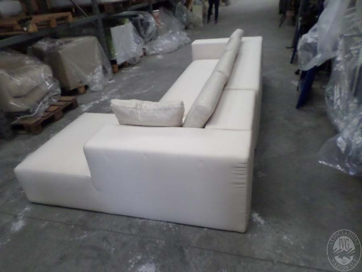 LOTTO 24: rif 725) divano poggio con chaisse lounge         VENDITA ONLINE 4 OTTOBRE 2020 1