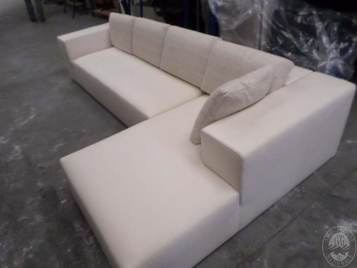 LOTTO 24: rif 725) divano poggio con chaisse lounge         VENDITA ONLINE 4 OTTOBRE 2020 0