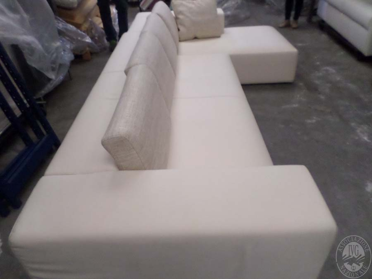LOTTO 24: rif 725) divano poggio con chaisse lounge         VENDITA ONLINE 4 OTTOBRE 2020 2