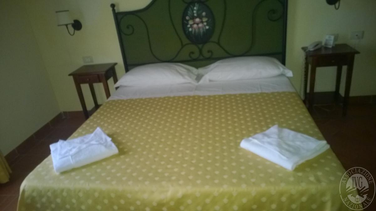"""Arredo per albergo, tavoli e sedie    VENDITA CON GARA ONLINE  """"RACCOLTA DI OFFERTE"""" 20 OTTOBRE 2020 5"""