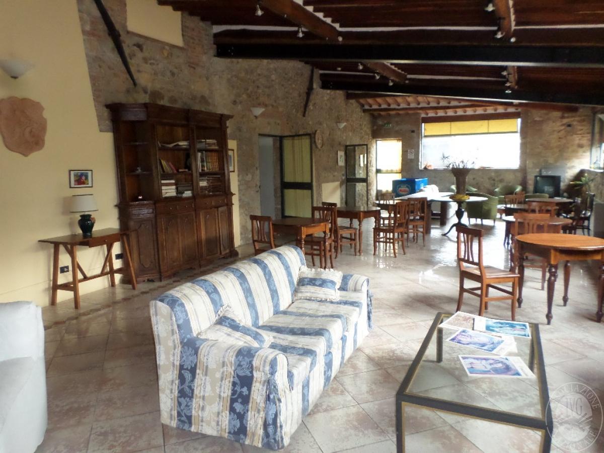 """Arredo per albergo, tavoli e sedie    VENDITA CON GARA ONLINE  """"RACCOLTA DI OFFERTE"""" 20 OTTOBRE 2020 7"""