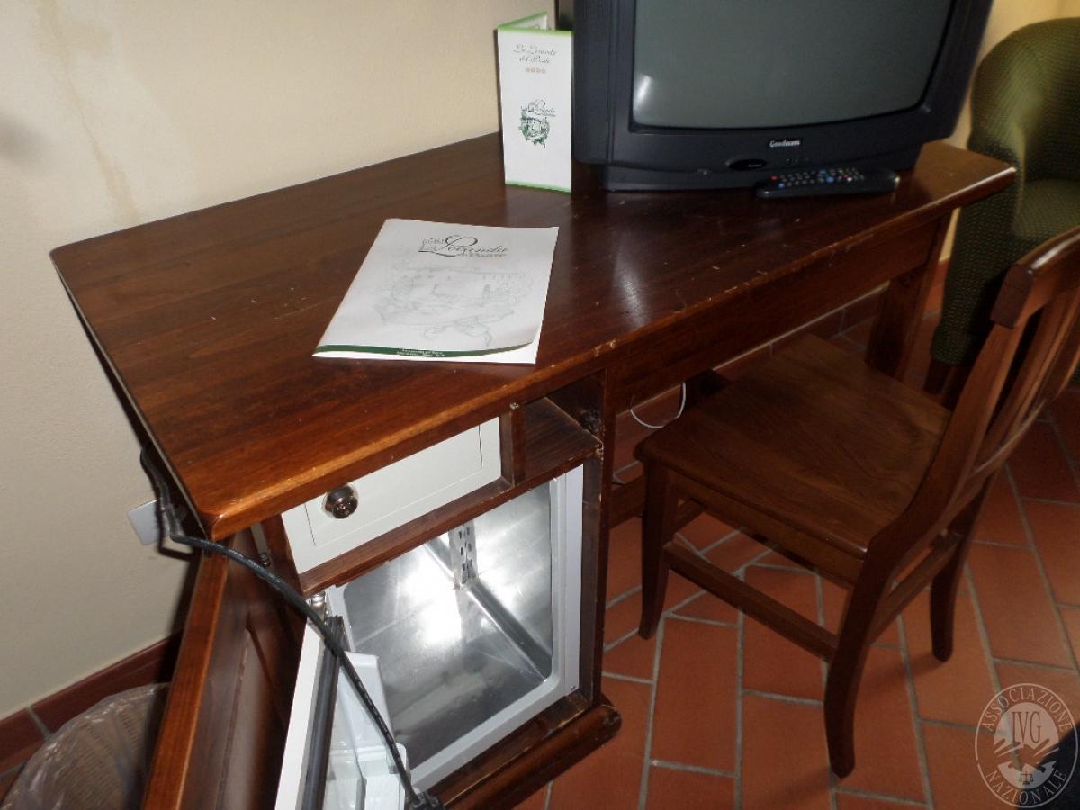 """Arredo per albergo, tavoli e sedie    VENDITA CON GARA ONLINE  """"RACCOLTA DI OFFERTE"""" 20 OTTOBRE 2020 25"""