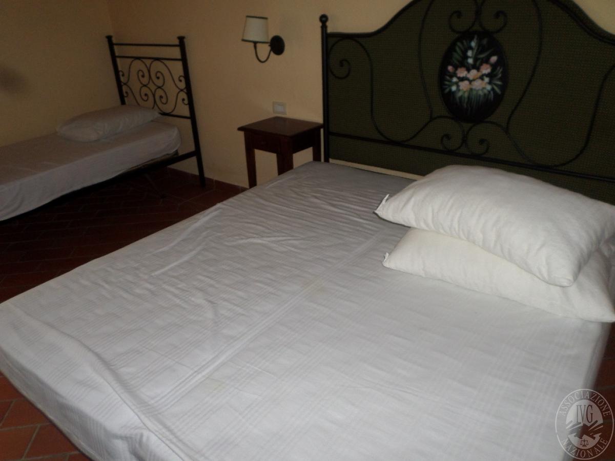 """Arredo per albergo, tavoli e sedie    VENDITA CON GARA ONLINE  """"RACCOLTA DI OFFERTE"""" 20 OTTOBRE 2020 24"""