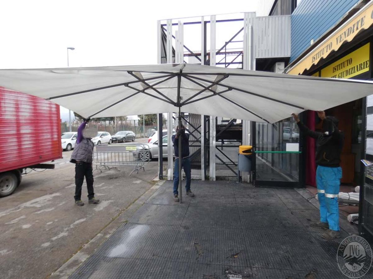 N. 7 ombrelloni in tessuto    VENDITA ONLINE 23 AGOSTO 2020