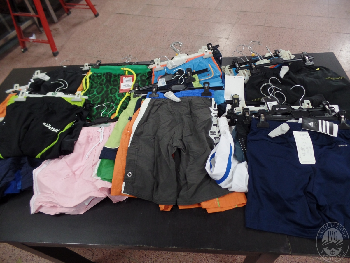 Pancale 4) Circa 500 capi  di abbigliamento sportivo - prodotti nuovi e di marca   GARA ONLINE 24 NOVEMBRE 2020