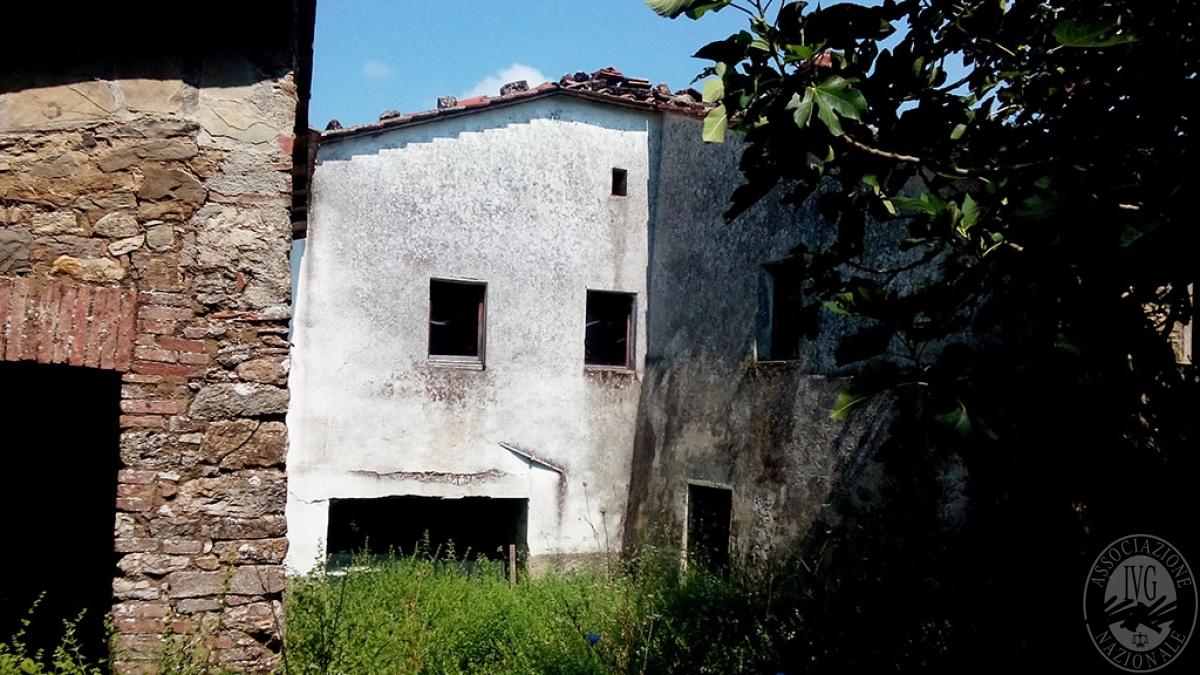 Appartamenti, magazzini, terreni a RADICONDOLI in loc. Solaio