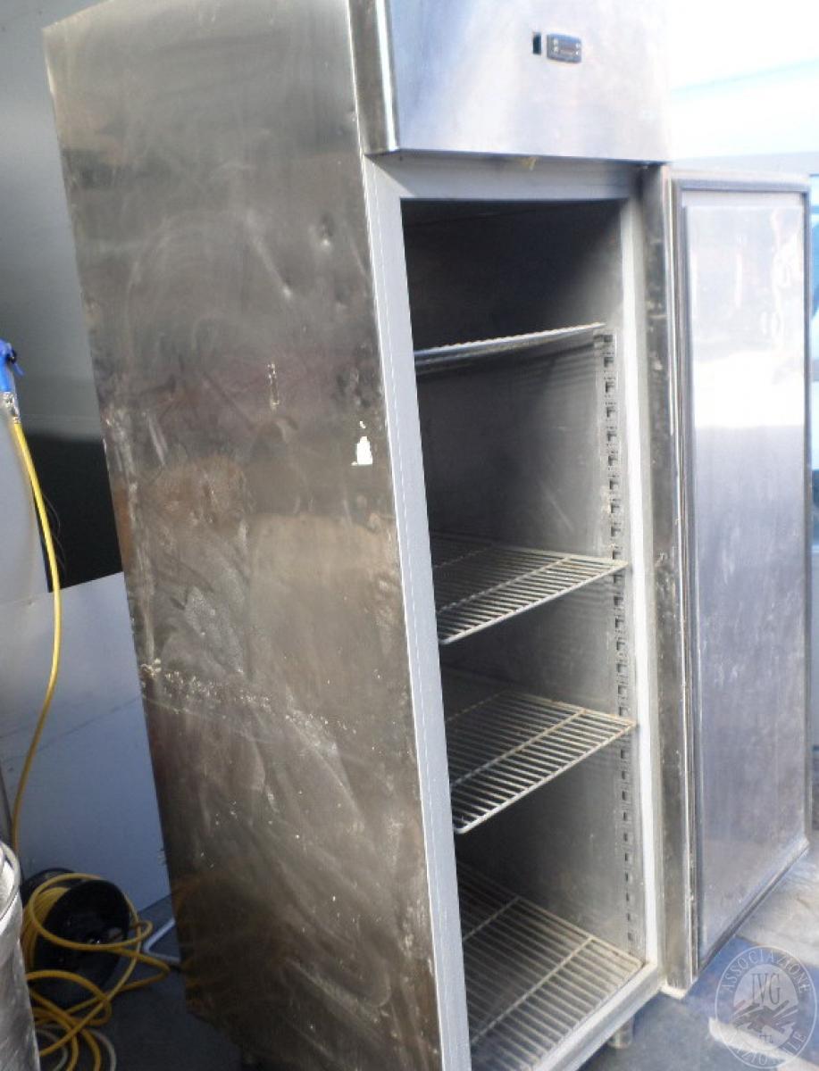 N. 2 frigoriferi in acciaio verticali   GARA ONLINE 1 OTTOBRE 2021
