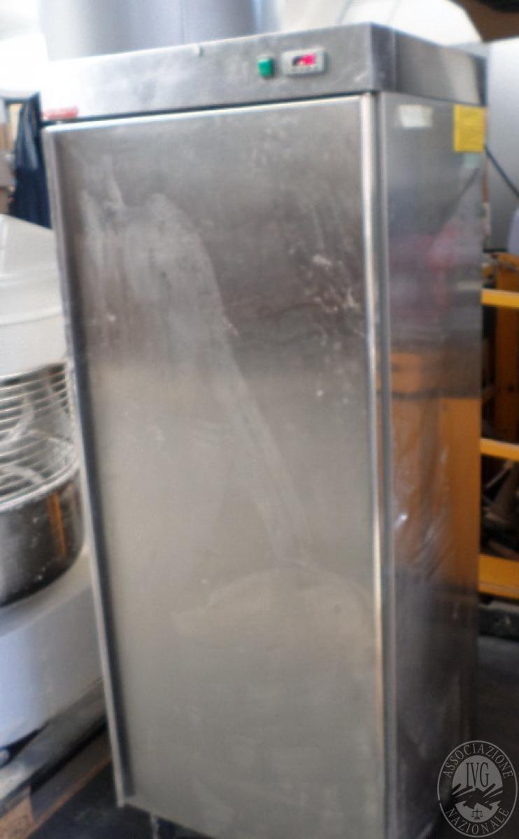 N. 2 frigoriferi in acciaio verticali   GARA ONLINE 1 OTTOBRE 2021 4