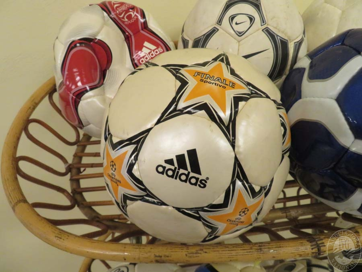 Abbigliamento vario marca NIKE, ARMANI, palloni NIKE, ADIDAS, scarpe calcio NIKE, ADIDAS e altro   GARA ONLINE 21 MAGGIO 2021 0