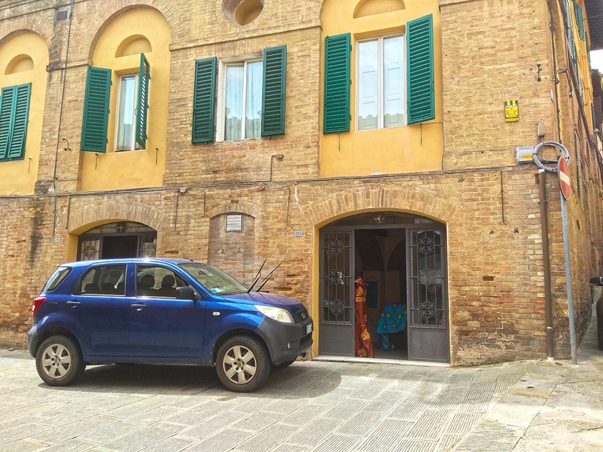 Fondo commerciale a Siena in Piazza d'Ovile - Lotto 1