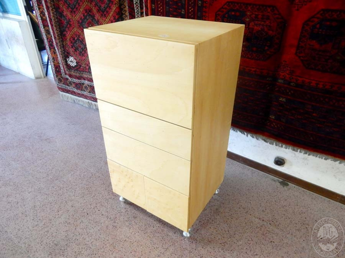 Rif. 5) Arredo di design : Cassettiera in legno di betulla       GARA ONLINE 29 OTTOBRE 2021 3
