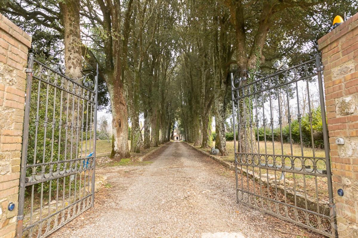 Villa e ristorante a CASOLE D'ELSA in loc. Mucellena-Maggiano 7