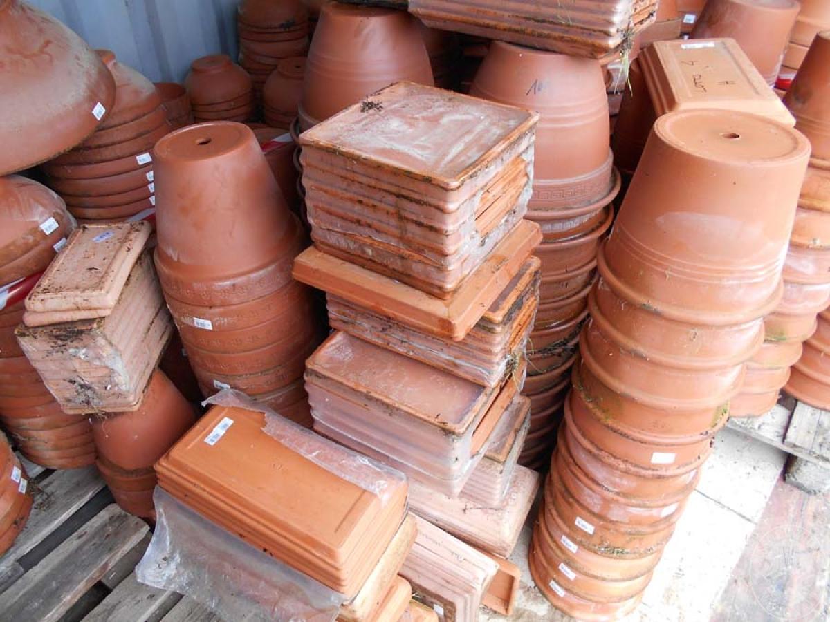 Lotto 4H) N. 500 vasi in terracotta     GARA ONLINE 18 GIUGNO 2021