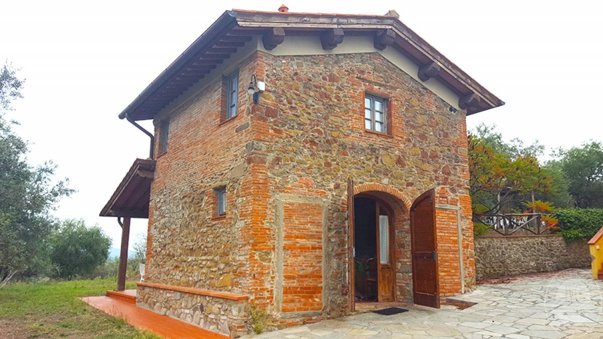 Borgo a CAVRIGLIA in loc. Fontebussi - Lotto 2 4