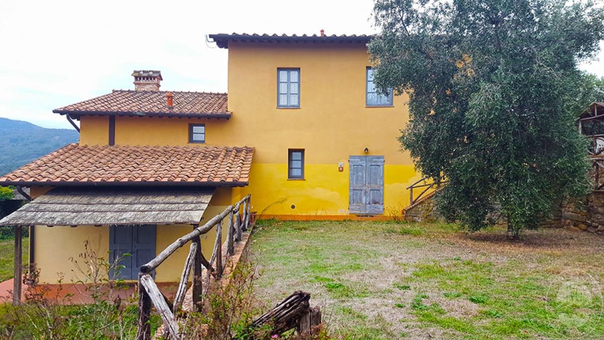 Borgo a CAVRIGLIA in loc. Fontebussi - Lotto 2 21