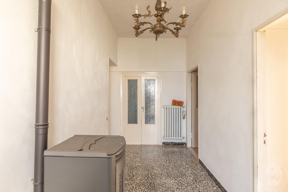 Appartamento e magazzino a CASOLE D'ELSA in Via della Suvera 1