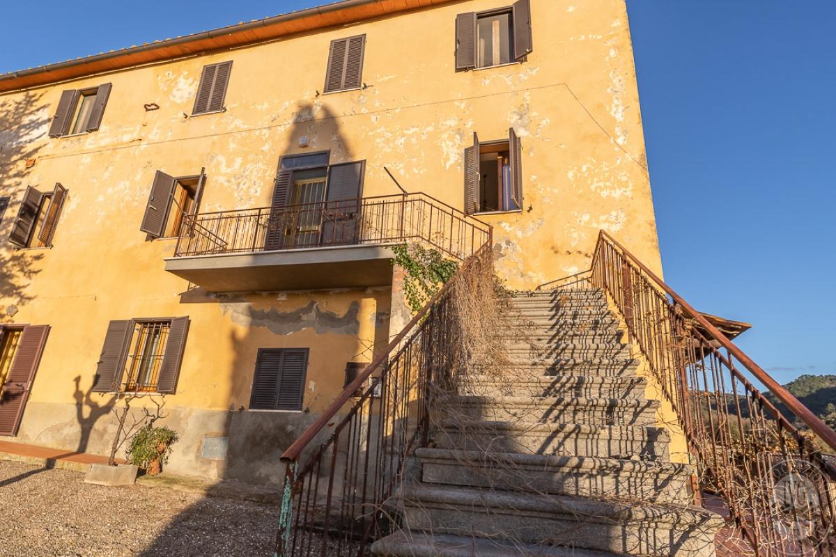 Appartamento e magazzino a CASOLE D'ELSA in Via della Suvera 0