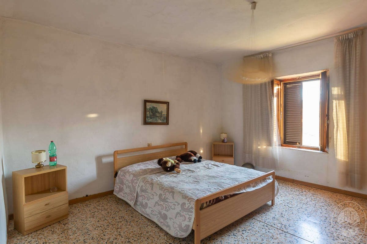 Appartamento e magazzino a CASOLE D'ELSA in Via della Suvera 6