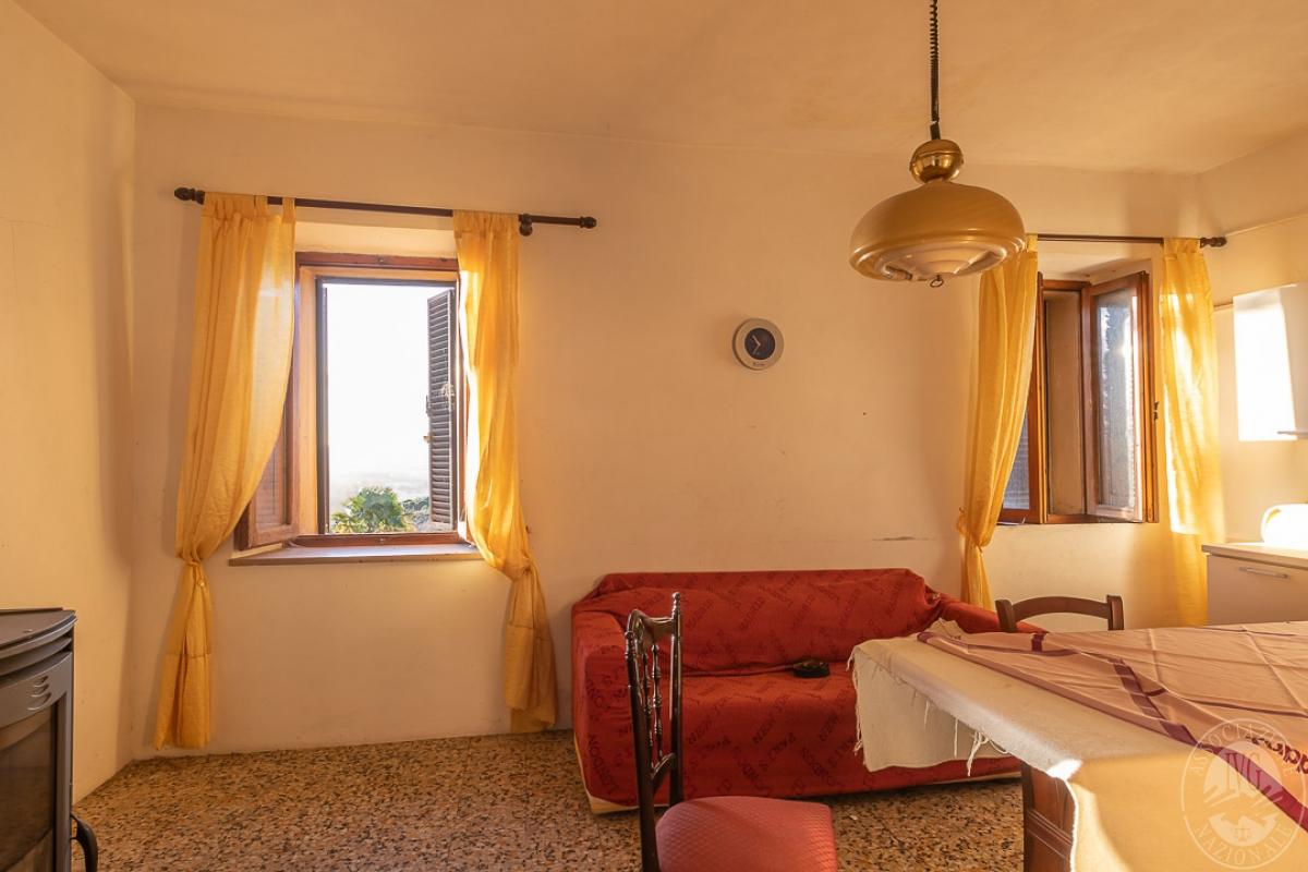 Appartamento e magazzino a CASOLE D'ELSA in Via della Suvera 8