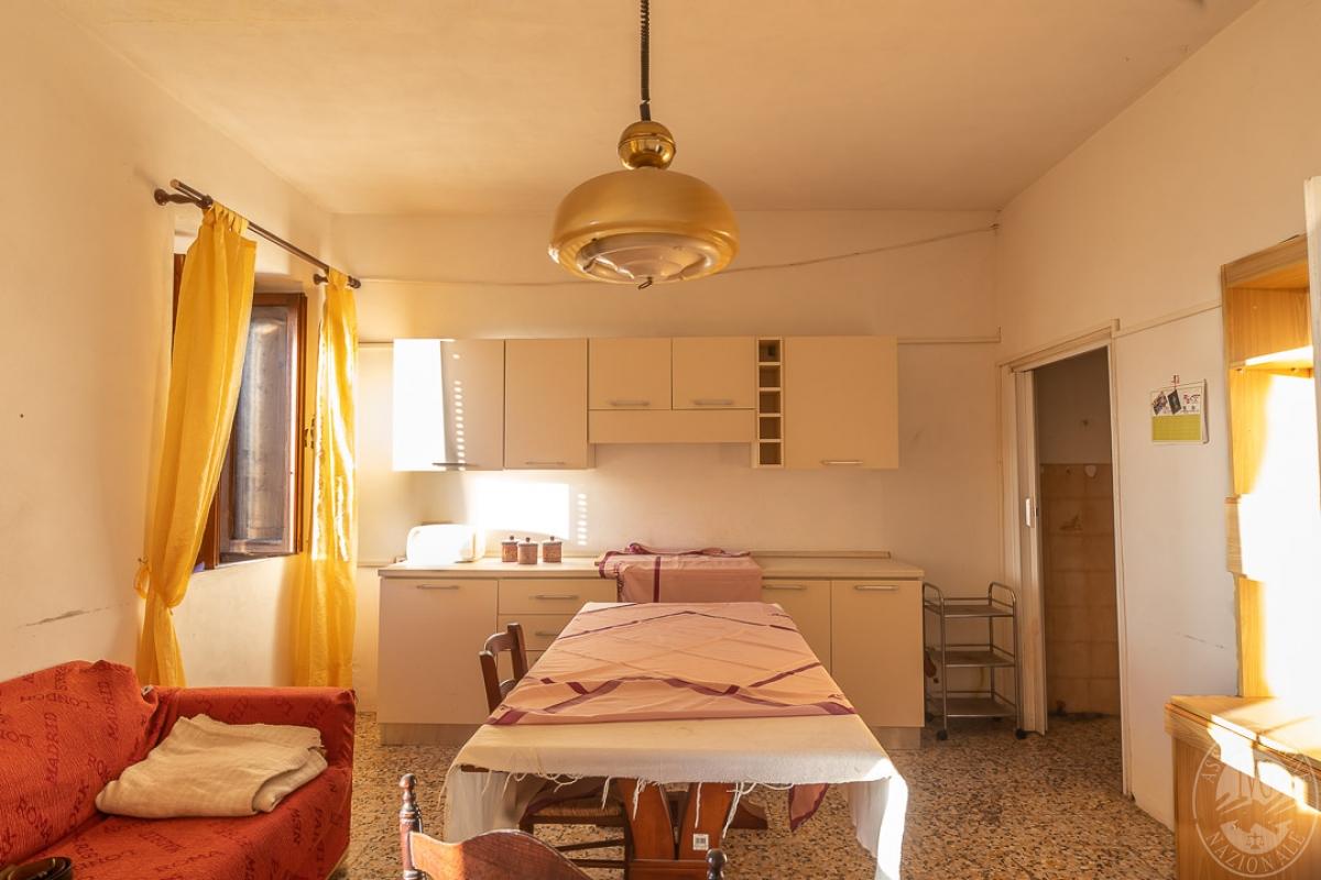 Appartamento e magazzino a CASOLE D'ELSA in Via della Suvera 9