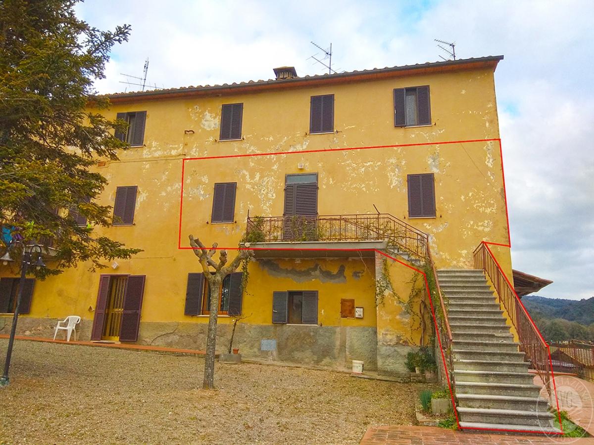Appartamento e magazzino a CASOLE D'ELSA in Via della Suvera 11
