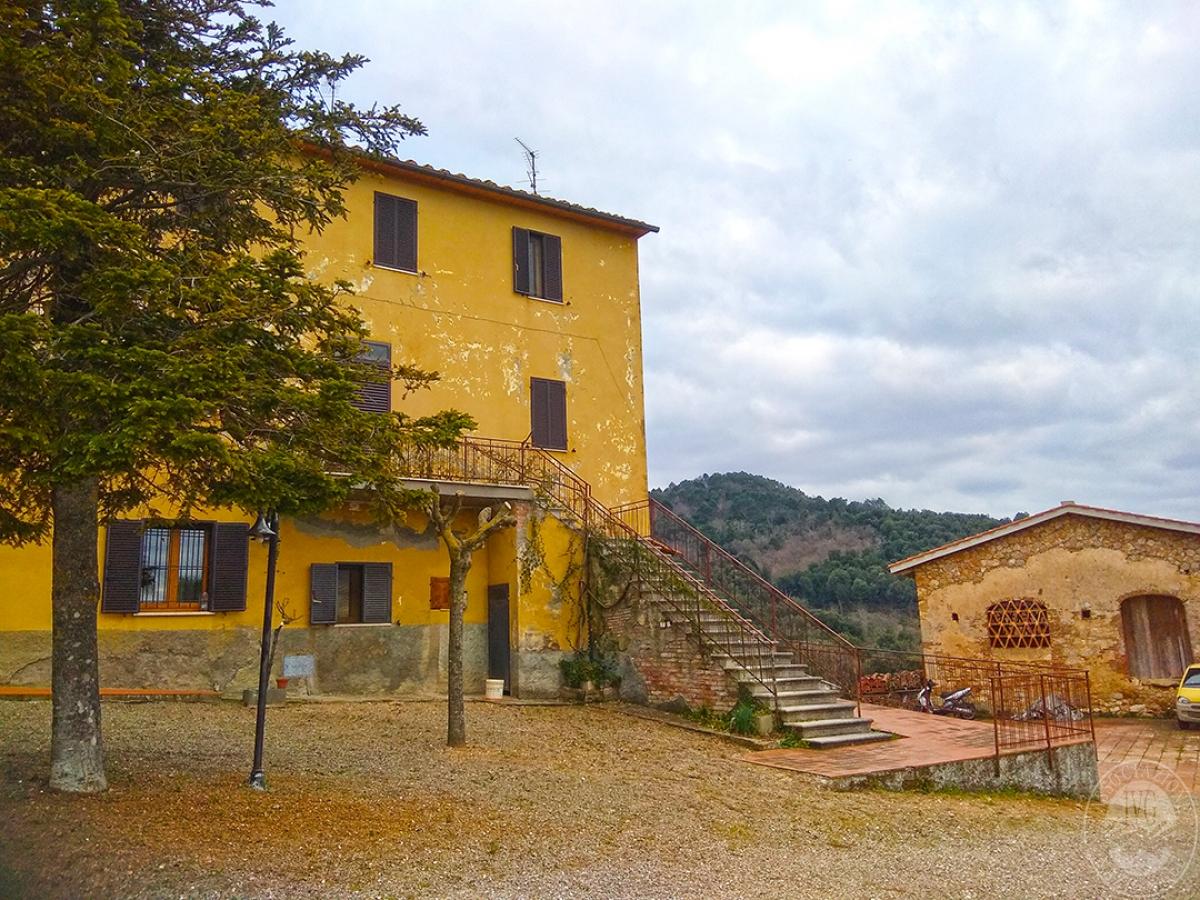 Appartamento e magazzino a CASOLE D'ELSA in Via della Suvera 13