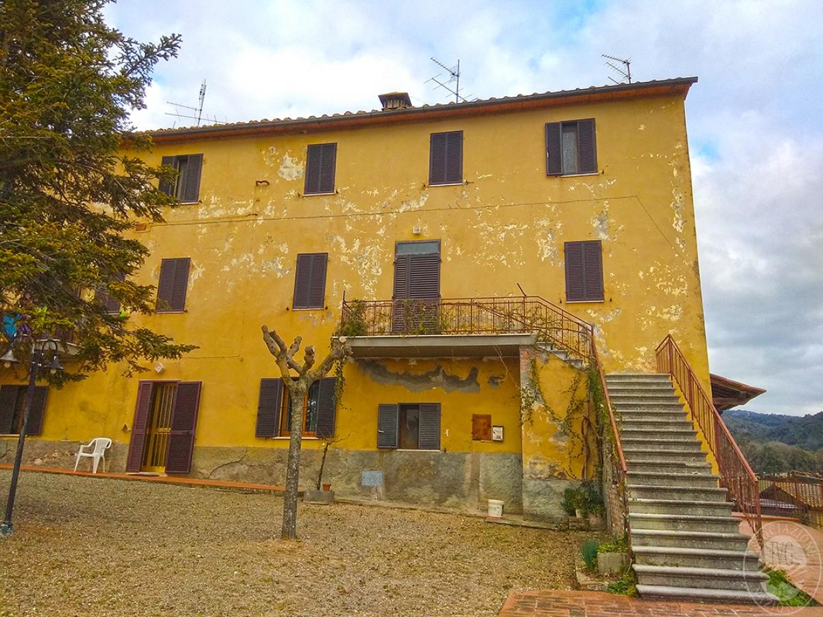 Appartamento e magazzino a CASOLE D'ELSA in Via della Suvera 12