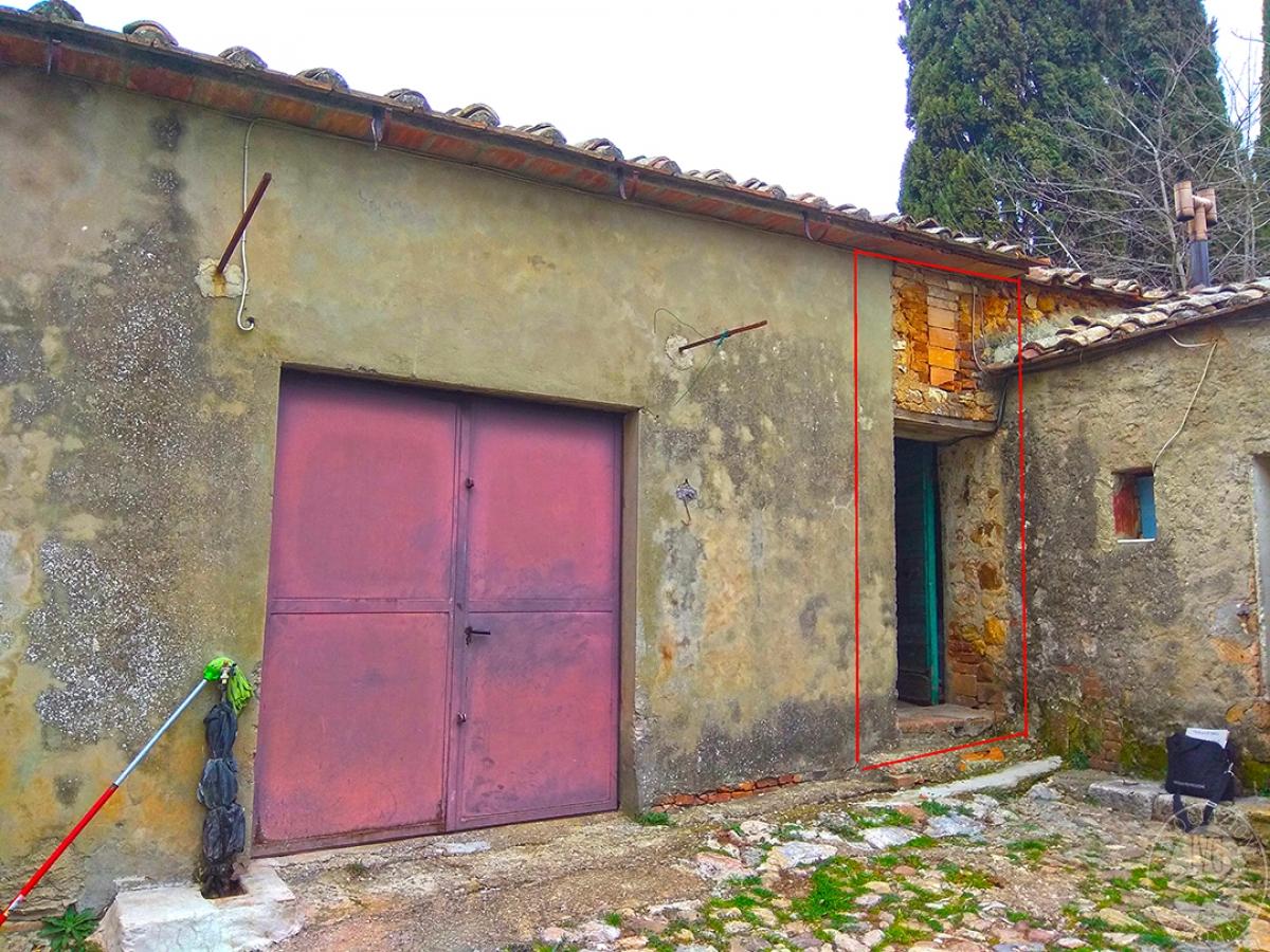 Appartamento e magazzino a CASOLE D'ELSA in Via della Suvera 14