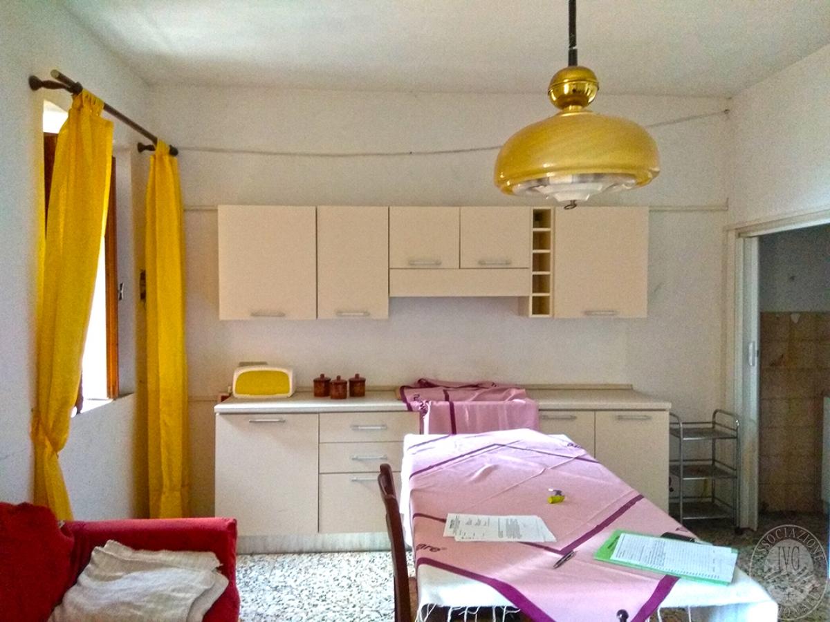Appartamento e magazzino a CASOLE D'ELSA in Via della Suvera 16