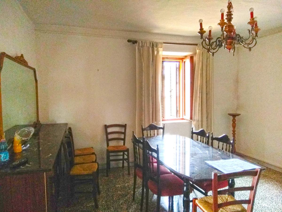 Appartamento e magazzino a CASOLE D'ELSA in Via della Suvera 22
