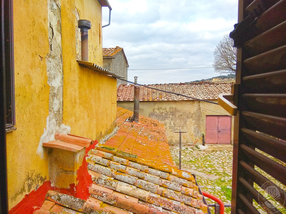 Appartamento e magazzino a CASOLE D'ELSA in Via della Suvera 24