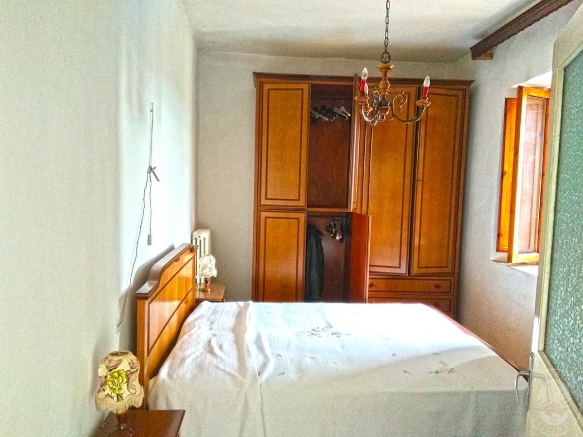 Appartamento e magazzino a CASOLE D'ELSA in Via della Suvera 28