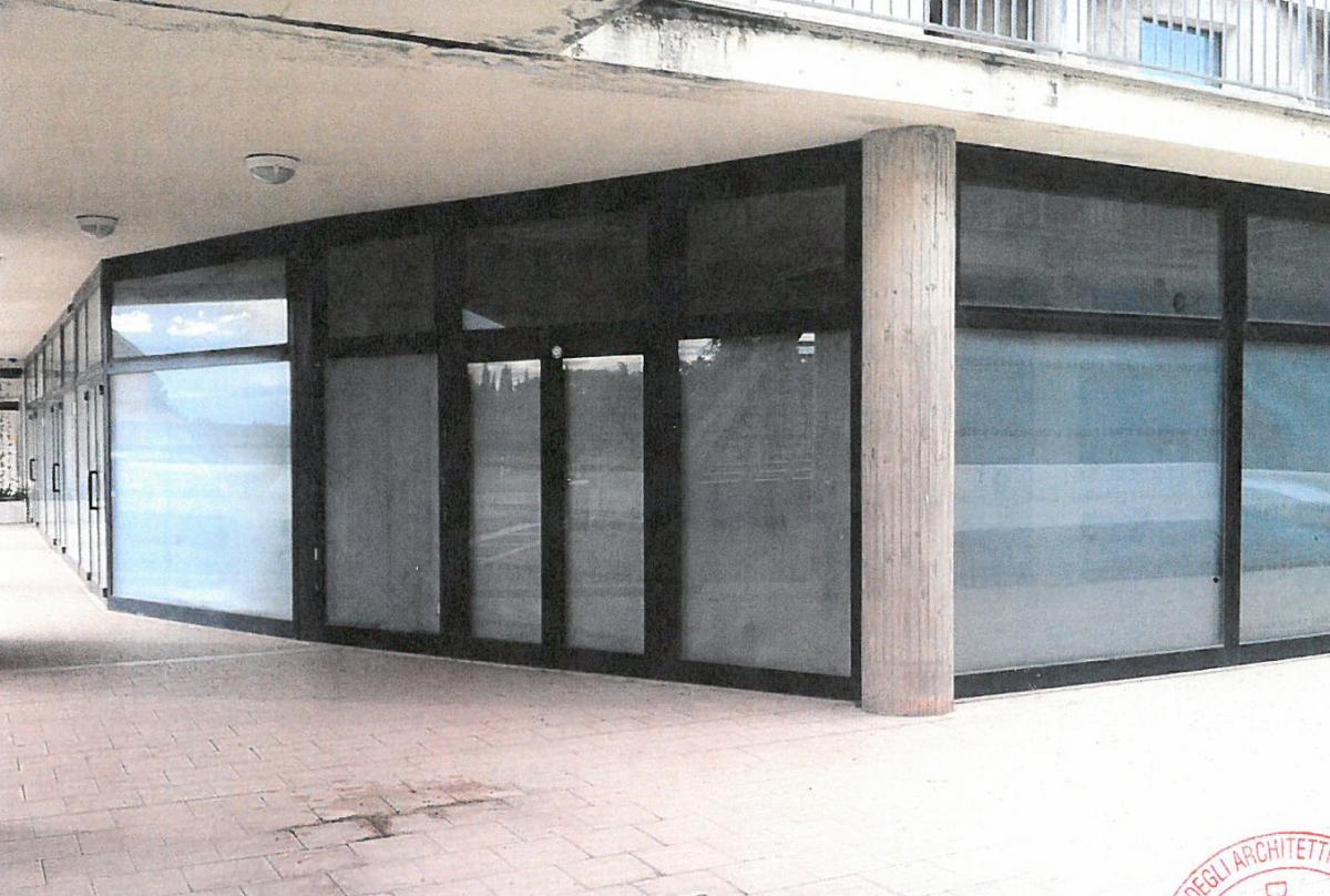 Locali artigianali e magazzini ad AREZZO, loc. rigutino est