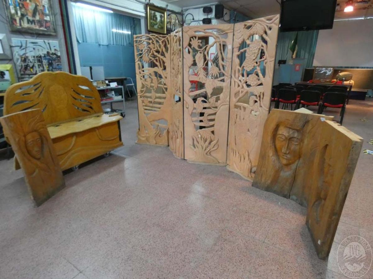 Cassapanca in legno + paravento + 3 sculture in legno    GARA ONLINE 21 MAGGIO 2021