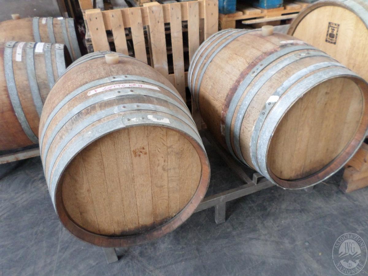 Lotto 20) N. 2 Barriques in legno da 2,25 q.li ciascuna contenente vino rosso   GARA ONLINE 24 MAGGIO 2021