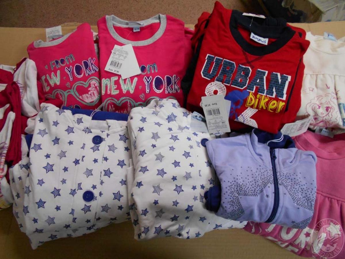 Circa 520 capi di abbigliamento da bambino, NUOVO   GARA ONLINE 21 MAGGIO 2021 22