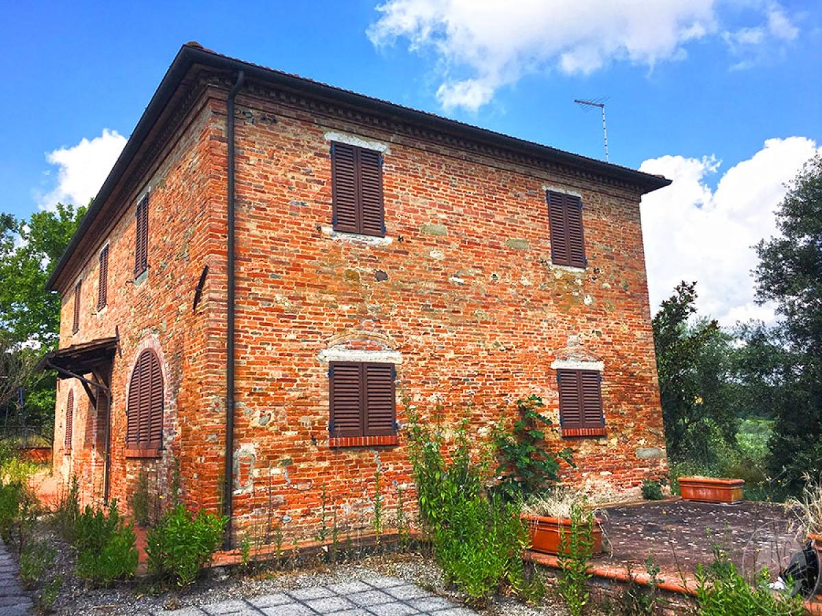Appartamento, capannone e terreni a FOIANO DELLA CHIANA in Via di Sinalunga - Lotto 1