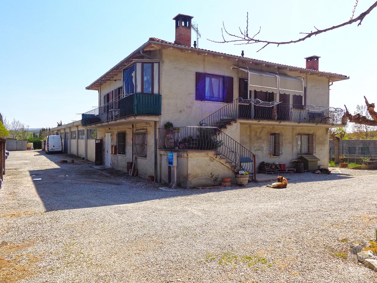 Appartamento, laboratorio e ufficio a San Quirico d'Orcia in Viale I Maggio
