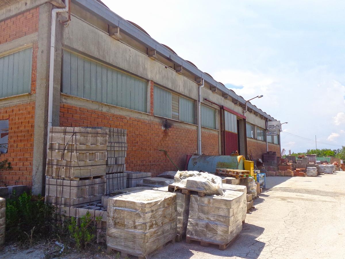 Laboratori e terreni a Trequanda in località Madonnino dei Monti 1