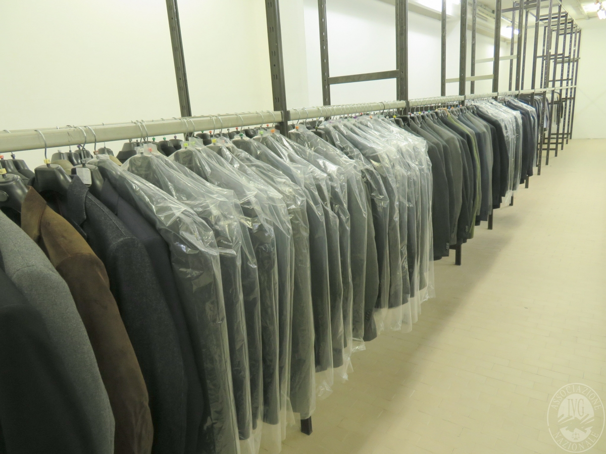 Circa n. 515 giacche + 221 completi uomo    GARA ONLINE 22 OTTOBRE 2021