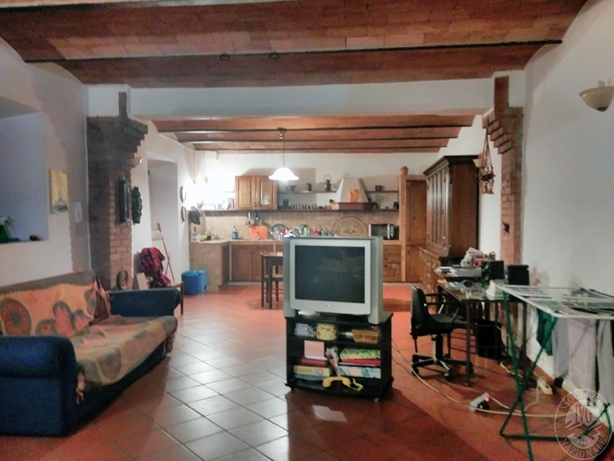 Appartamento, depositi, terreni a COLLE DI VAL D'ELSA in loc. San Martino in Lano 10
