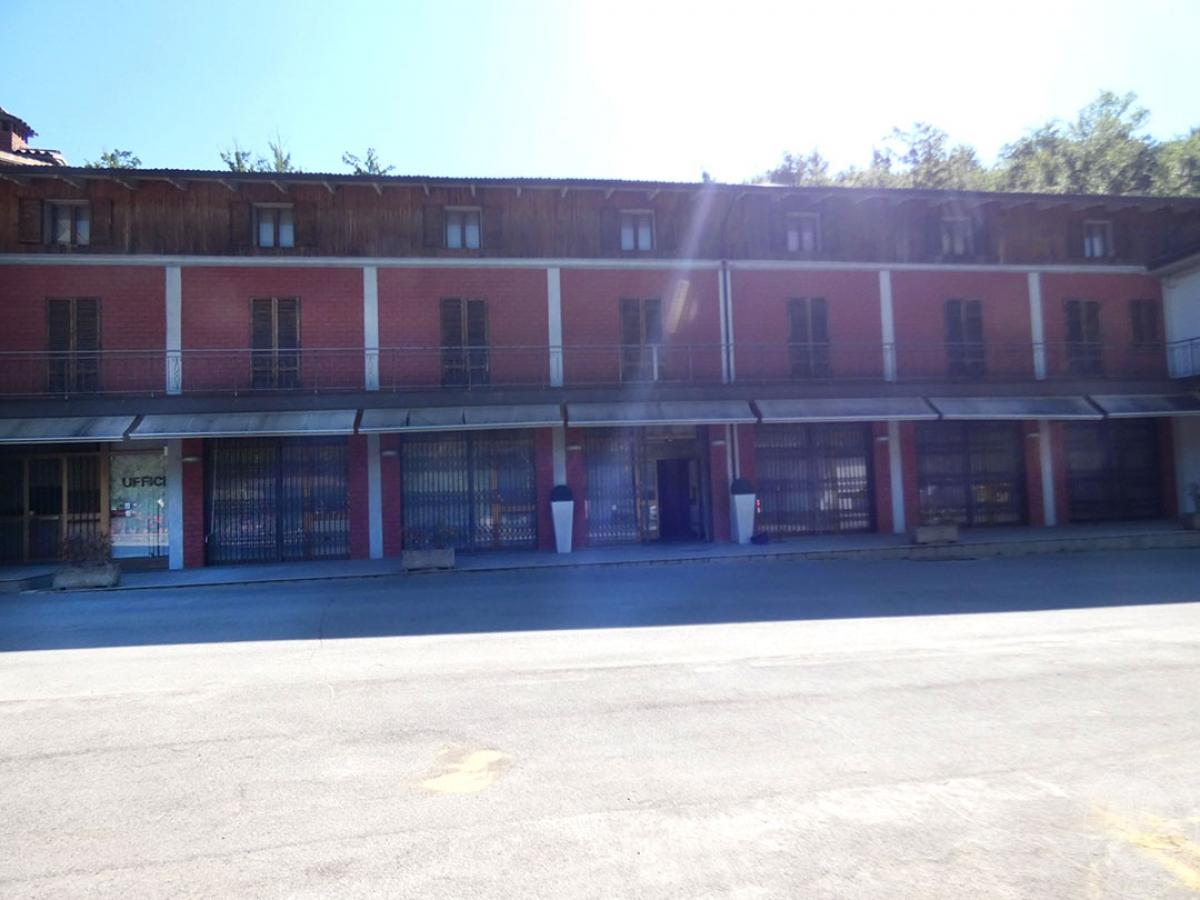 Locali commerciali a Caprese Michelangelo in loc. Ponte alla Singerna - Lotto 1