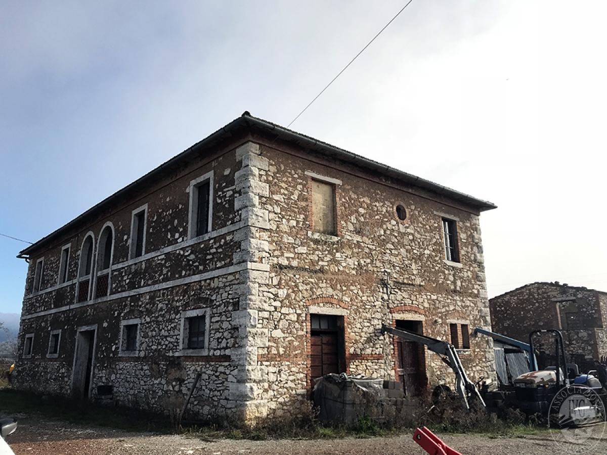Appartamenti, magazzini, terreni ad ASCIANO in loc. Pianella 9