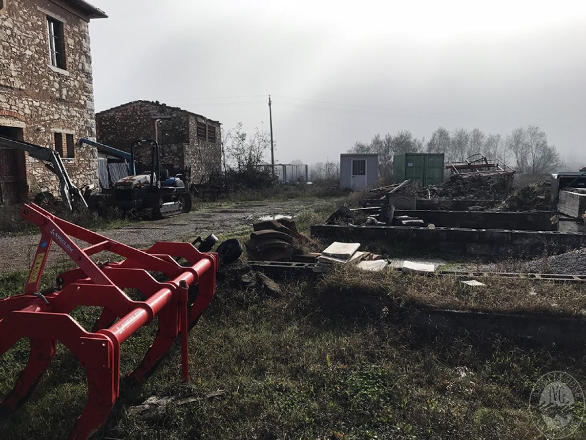 Appartamenti, magazzini, terreni ad ASCIANO in loc. Pianella 38